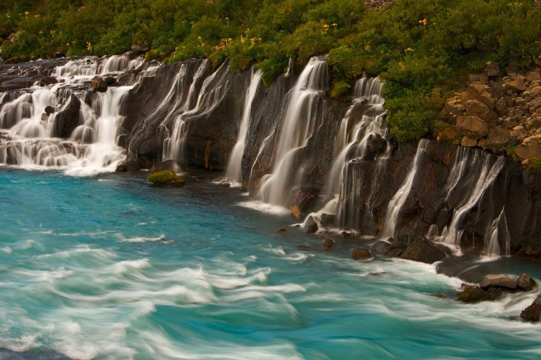 Jetzt Bestellen Fototapete Wasserfall In Island Hraunfossar